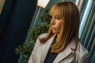 Toni Collette as Dr. Ellen Sanders © 2013 Nine Entertainment Co