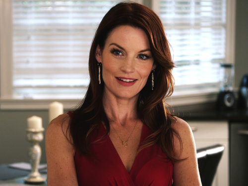 PLL's Laura Leighton Joins a Worthy Cause