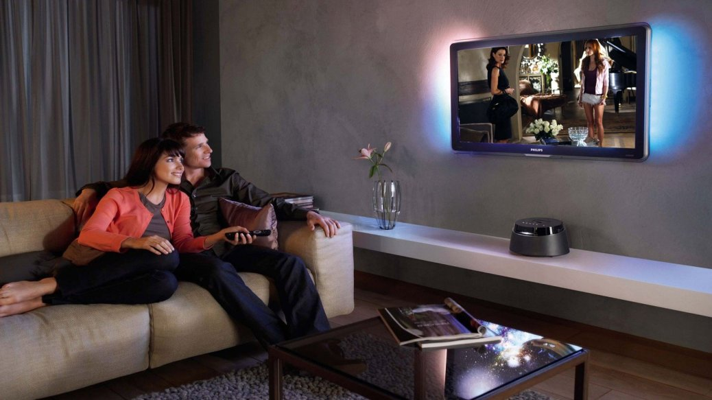 couple-watching-tv-8538