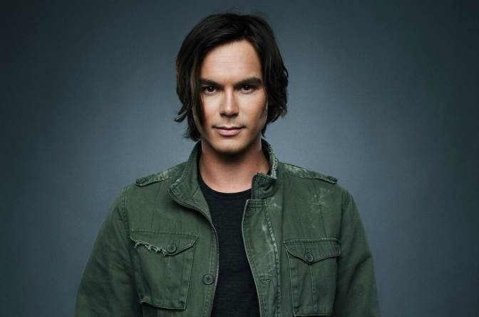 Tyler Blackburn Returning to Pretty Little Liars