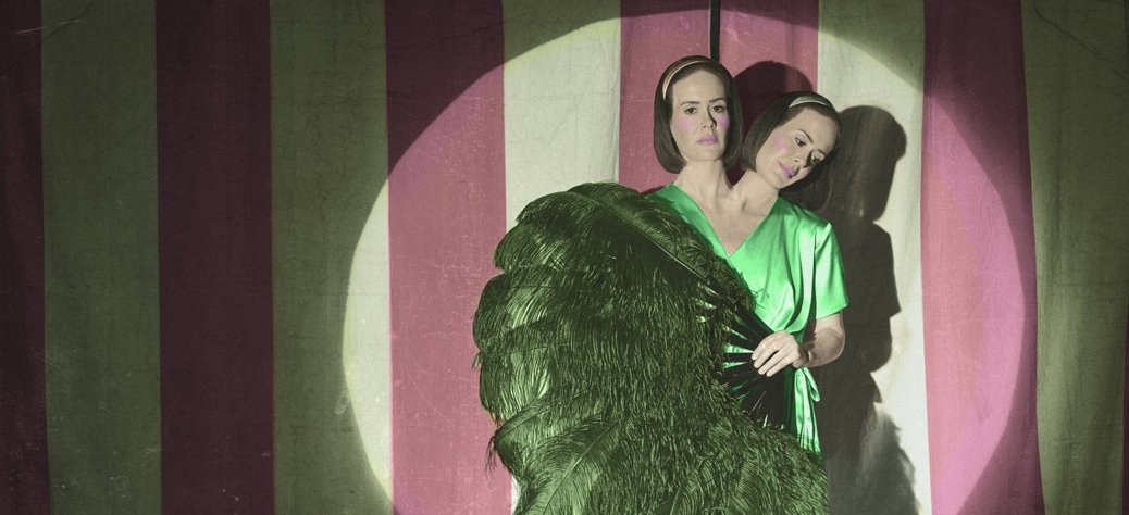 American+Horror+Story+-+Freak+Show,+Bette+&+Dot+Tattler+(Sarah+Paulson)