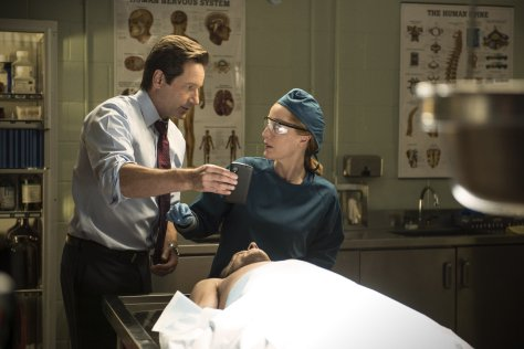 The X-Files-Season 1-Episode3-1